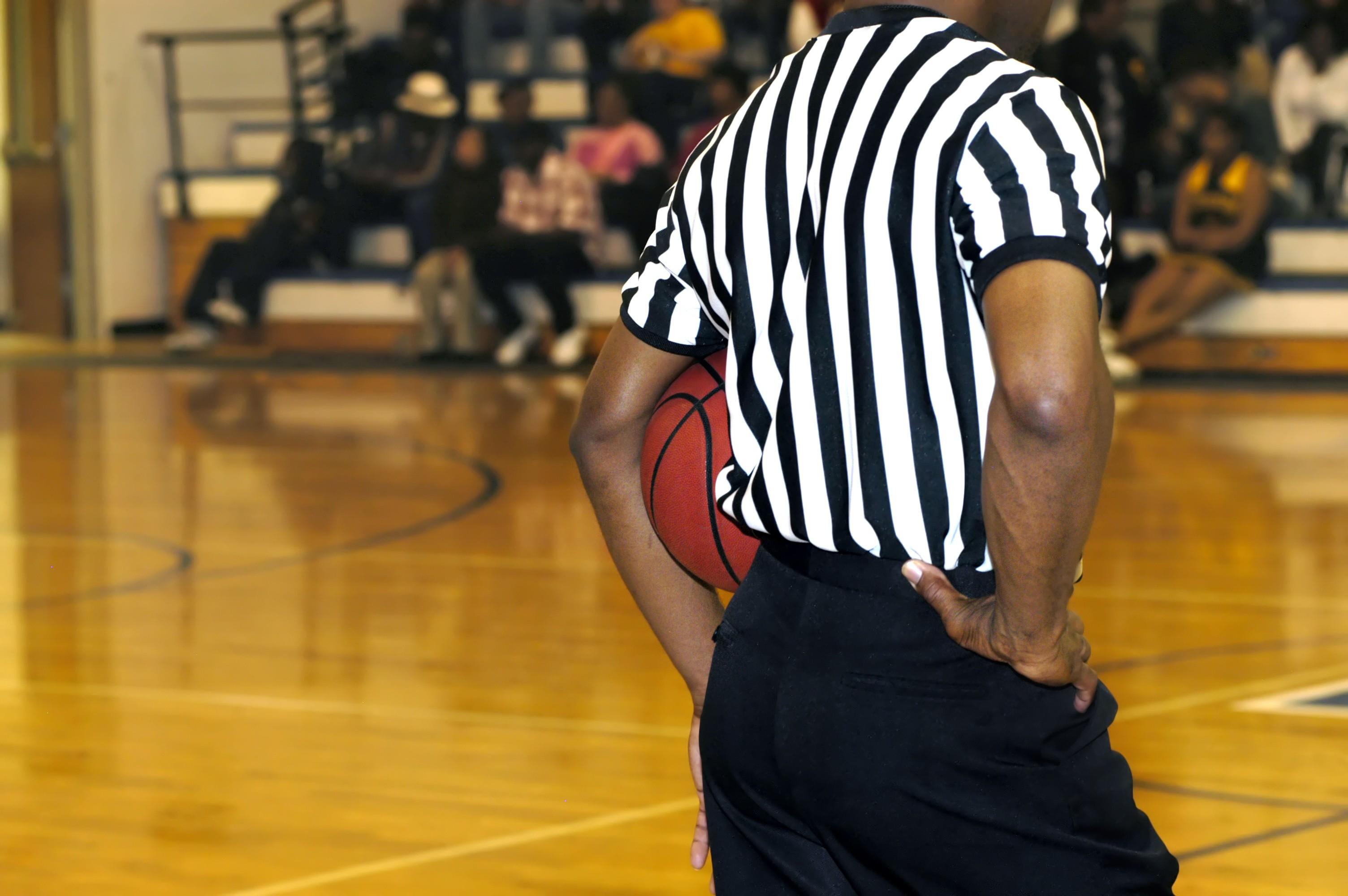 Quelles sont les particularités d'un arbitre de basket-ball ?